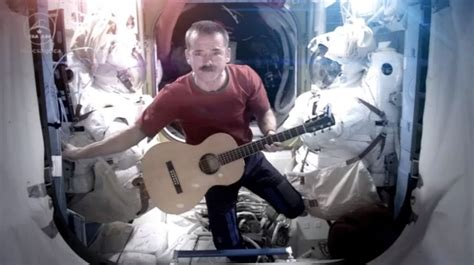 Commander Chris Hadfield ends ISS mission with Space