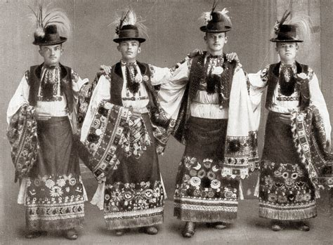 FolkCostume&Embroidery: Costume and Embroidery of
