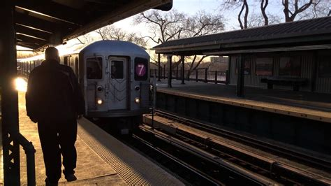 MTA NYC Subway : R62A (7) Train Arriving at Willets Point