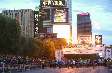 Runners show their 'Vegas Strong' side at Las Vegas